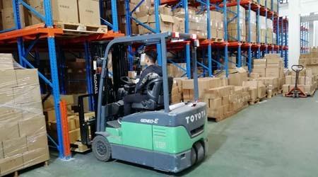 使用小榄货架仓储货架存储货物的优势【易达货架】