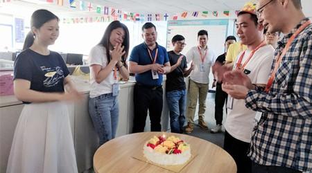 易达仓储货架生产厂家5月份寿星生日会——生活充满爱和感恩