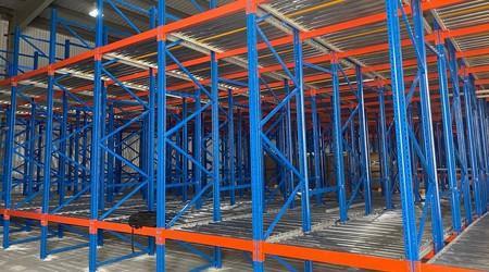 仓储货架重力式货架存储货物的优势【易达货架】