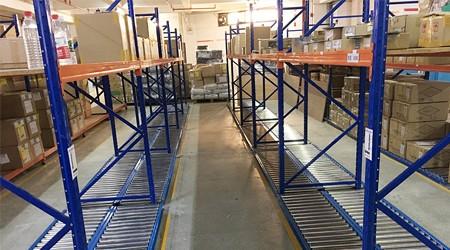 东莞货架生产工厂滚轮式货架怎么卖的?【易达货架】