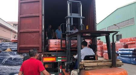 出口智利的东莞立体仓储货架装柜了【易达货架】