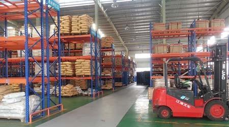 寮步通廊式货架和横梁式仓库货架的区别【易达货架】