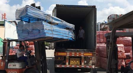 骄阳似火,易达发往日本的布匹仓库货架装柜了【易达货架】