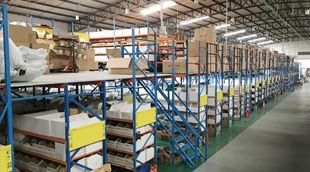 电子设备行业使用湘西中型库房货架的效果【易达货架】