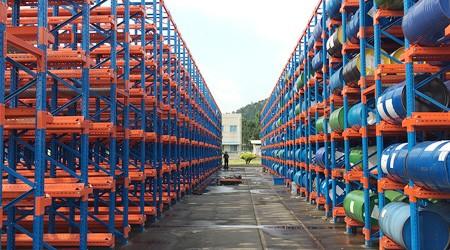 油桶储存货架如何设计可以存储更多货物?【易达货架】