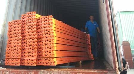 出口德国的惠州库房货架装柜了【易达货架】
