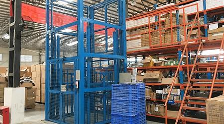 没有叉车是否可以定做阁楼式货架存储货物?