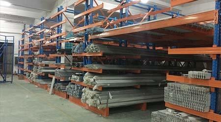 深圳重型货架工厂悬臂式货架适合摆放箱装货物吗?【易达货架】