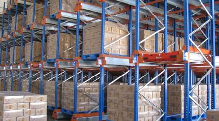 为什么很多冷库用仓储货架都选择穿梭式货架系统?【易达货架】