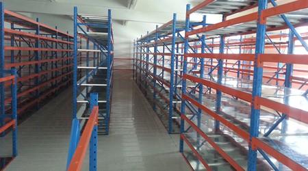 东莞仓库货架定做常见两种组合布局方式 [易达货架]