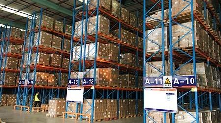 佛山重型仓储货架是用什么来固定货架的稳定性?